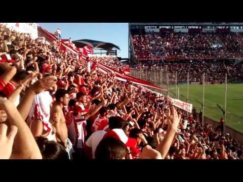 """""""Clásico Santafesino / El aliento de la hinchada perdiendo 2 a 0"""" Barra: La Barra de la Bomba • Club: Unión de Santa Fe"""
