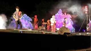 preview picture of video 'สว่างแดนดินศิลป์อีสาน 2555-10-27 Sakon Nakhon Part 2'