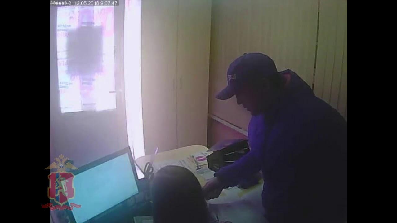 Мужчина с отверткой ограбил контору по выдаче микрозаймов в Ачинске