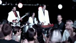 Fun Lovin' Criminals - Barry White Saved My Life