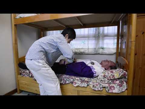 影片: Assist the Elderly in Putting On and Taking Off Upper Clothes