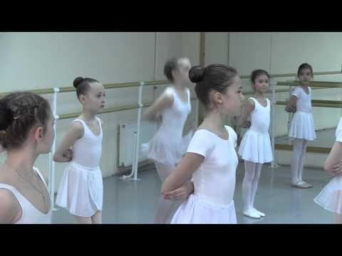 Урок в школе классического балета.
