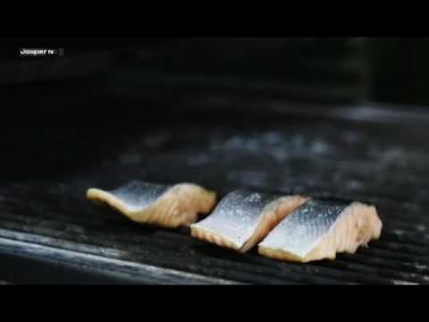 Video Grilled salmon Charcoal oven - Engels
