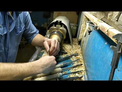 Токарка по дереву.Выточил скалку из полена/wood lathe. Machined a rolling pin from a dog