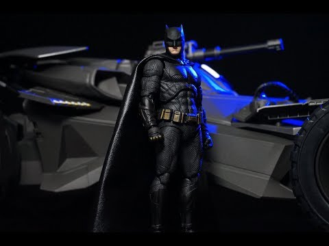 Medicom Mafex Justice League Movie BATMAN Action Figure Review