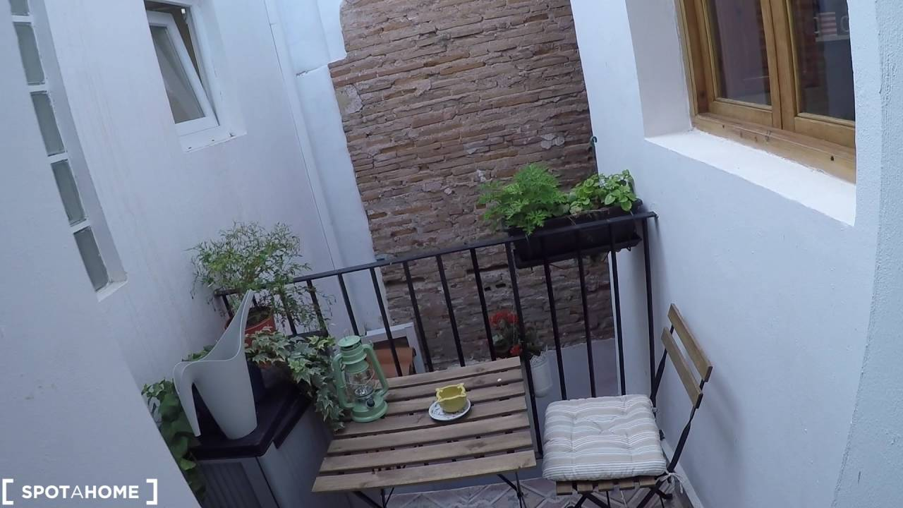 Luxury 2-bedroom duplex with AC and balcony for rent in Cabañal, near beach