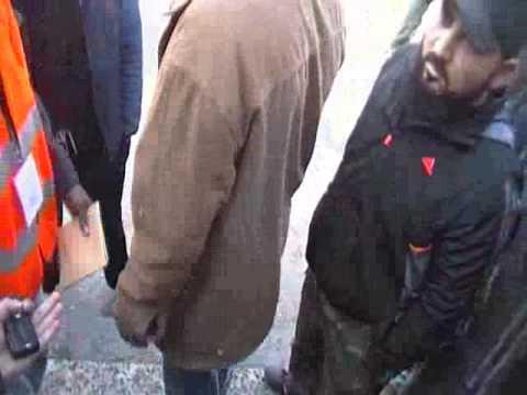 باباعمرو  الأهالي مع لجنة المراقبين 27-12-2011
