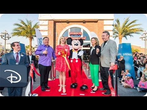 Reese Witherspoon Opens Planet Hollywood Observatory at Disney Springs