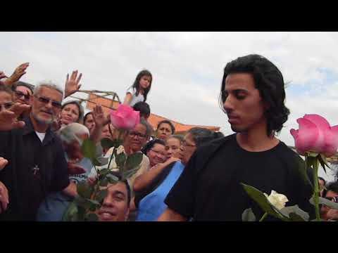 Nossa Senhora entrega Rosas aos fiéis em Arujá