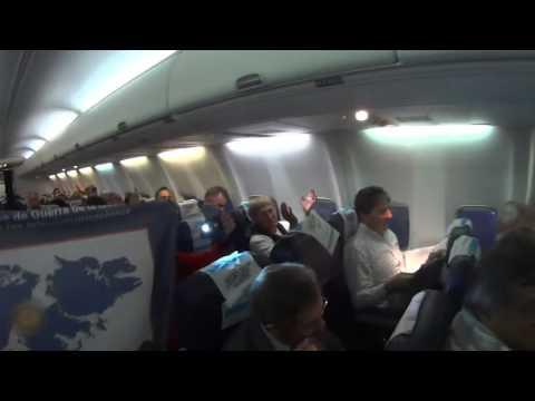 La reacción de los pasajeros de un avión al enterarse de que viajaban con héroes de Malvinas