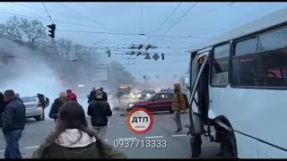 Видео с места: Жесть в Киеве на Дорогожичах: #дтп с пожаром. на #Телиги водитель автомобили #шевроле
