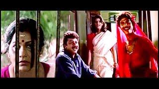 ഈ ഒളിഞ്ഞു  നോട്ടം ചേച്ചിക്ക് ഒരു വീക്നസ് ആണല്ലേ..!!   Malayalam Comedy   Super Hit Comedy Scenes