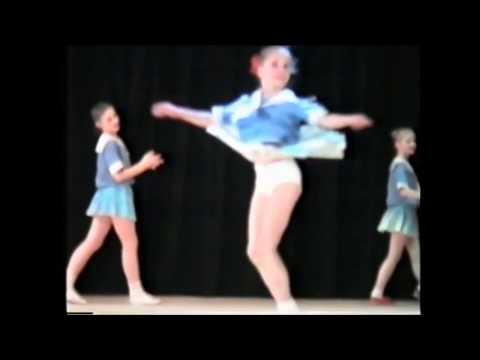 Дети танцуют Матросский танец.Прикольно. / Sailor children
