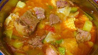 #caldoderes #costillasderes #res @Recetas y Más TV   Caldo de res, cocido de res, sopa de res, como quieras llamarle esta es una receta muy rica con verduras y muy nutritiva. (receta de como hacer tu caldo de res paso a paso) Truco para que te quede el color muy bonito.  Ingredientes: 4 libras de costillas de res 1 libra de trocitos de carne de res (yo use lomo de res) 1 libra de hueso de res 1 cebolla cortada 6 dientes de ajos 3 tomates triturados ( que esten bien maduros) 2 cucharitas de consomé de res (si no agregas consome agrega sal al caldo) 2 calabacitas o pipian 1 chayote o sidra 2 yucas cortadas en trozos 1 libra de papa cortadas ½ repollo cortado   2 zanahorias grandes cortadas 1 platano maduro en trocitos (tambien le dicen platano macho) 2 elotes 1 taza de ejotes, vainas, frijoles verdes (el nombre varia dependiendo del pais) cilantro o tallos de cilantro al gusto  Tips: recuerda remover la grasa del caldo. Agrega las verduras hasta que veas que la carne esta suave para que las verduras no se te pongas aguadas.  El consome de res que use tiene sal y si decides no usar consome tienes que agregar sal a tu caldo.  Espero te haya gustado mi receta, la compartas, me dejes un comentario, like y te subscribas si no lo haz hecho.  Me despido de ti deseandote un bello dia y que Dios te bendiga hoy más que nunca con mucha salud.  -Heysel      QUIERES VER MAS RECETAS, HAZ CLICK AQUI https://www.youtube.com/channel/UC8BTzkLf8UXUkaDP5x0Qwmw  Como Conservar tu Cilantro: https://youtu.be/u59Ognzhyzc Como Conservar tus Tomates  https://youtu.be/EIWEXdgnvsg Como COnservar tus Ajos  https://youtu.be/inJfJbWE0FA Camarones a la Diabla https://youtu.be/eS_vkL-U0U8 SIGUEME EN FACEBOOK https://www.facebook.com/ideasdecomida/  SIGUEME EN INSTAGRAM https://www.instagram.com/recetaymas  SIGUEME EN PINTEREST https://www.pinterest.com/recetasms  SIGUEME EN MI GRUPO DE FACEBOOK https://www.facebook.com/groups/703677063398306/