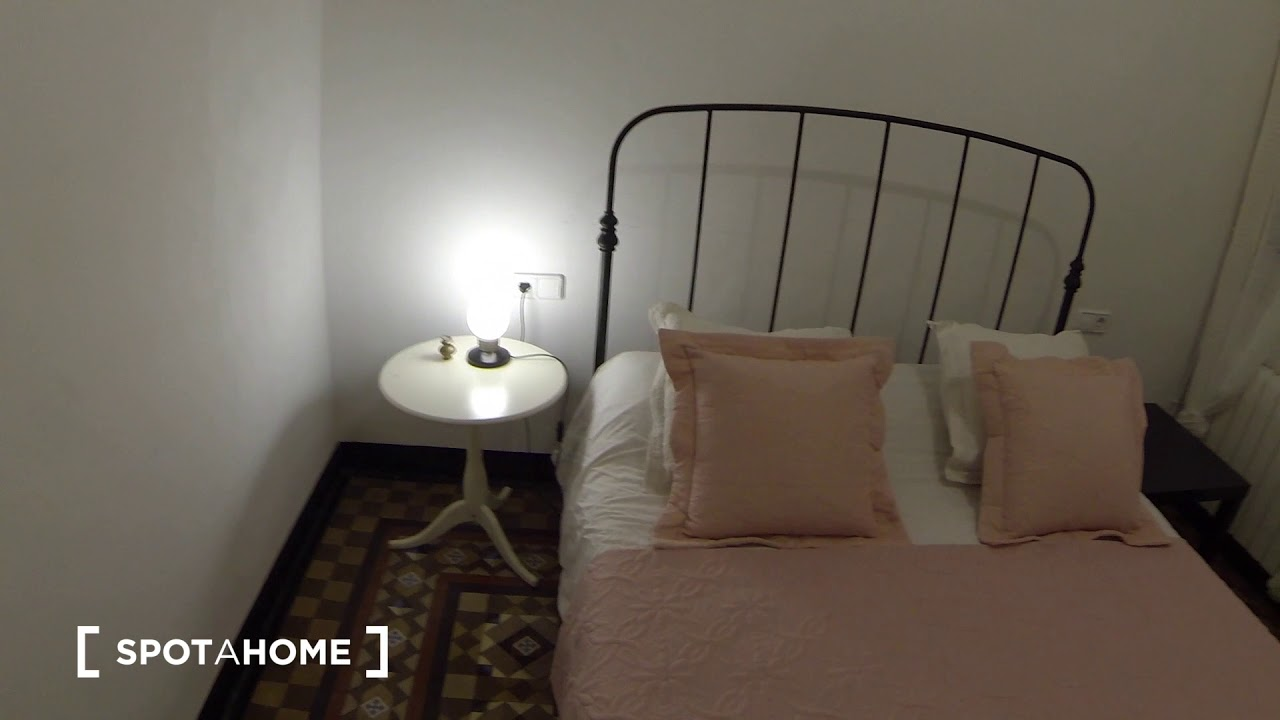 Central 2-bedroom apartment for rent in El Raval