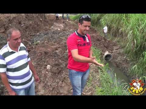Vereador Abel agradece o Vereador Chiquinho pela parceria na luta de transformar o esgoto em Praça no Barnabés