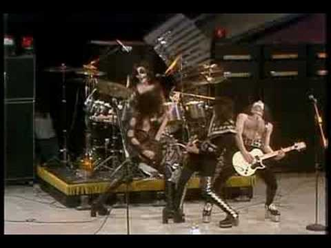 KISS - Black Diamond (live, 1975) online metal music video by KISS