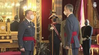 Su Majestad el Rey recibió en audiencia militar a un grupo de Generales de Brigada y Contralmirantes