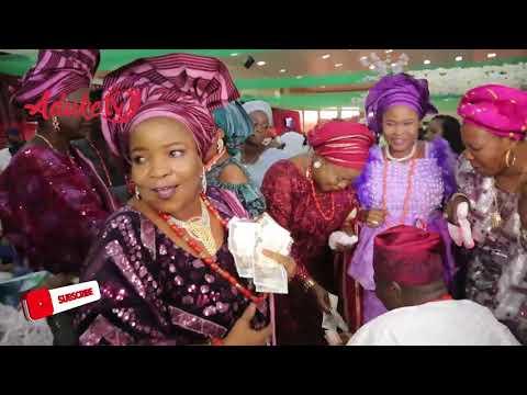 Musiliu Haruna Ishola Apala King Dazzles, Delights Odugbesan Families in Ibadan