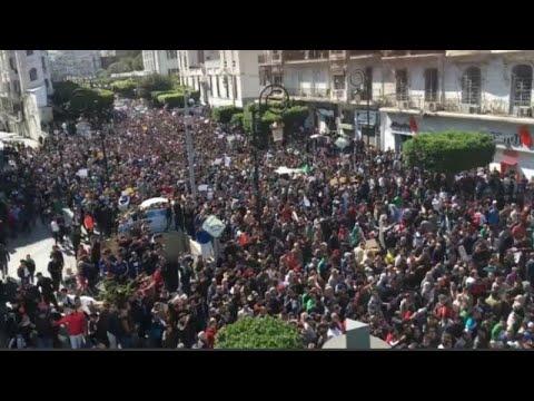 Αλγέρι: Στους δρόμους οι νέοι κατά του Μπουτεφλίκα