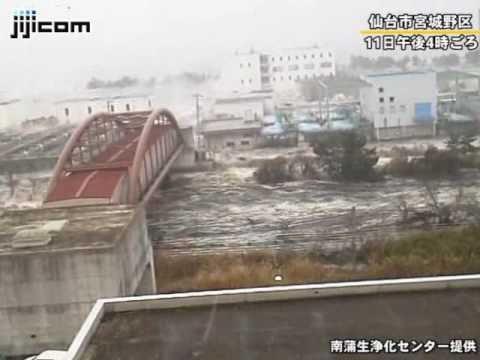 仙台湾岸地域を襲う大津波=南蒲生浄化センター撮影