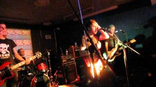 "Chixdiggit! ""I Wanna Hump You"" live @Crossbonefest 2014 (BE)"