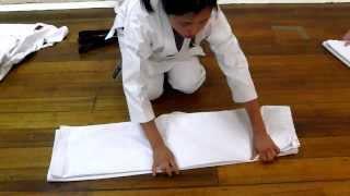 Wie man Karate Gi faltet [Karate Uniform]