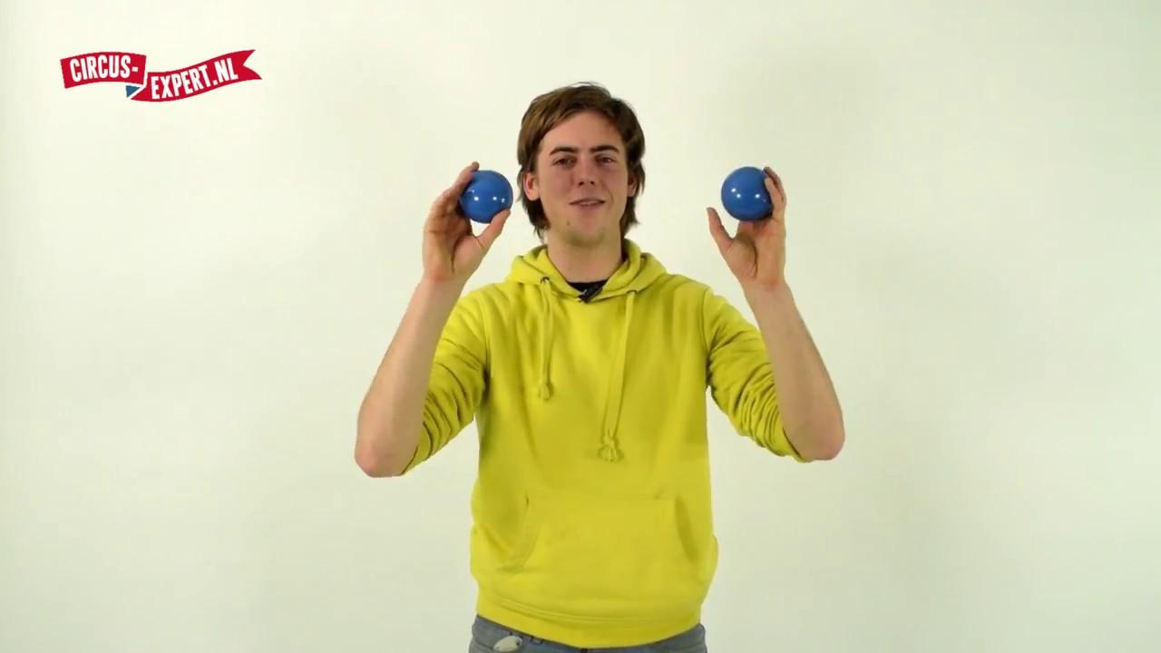 product video Basic set van 3 jongleerballen | 100 gram | 62 mm | rood/zwart - blauw/zwart - groen/zwart