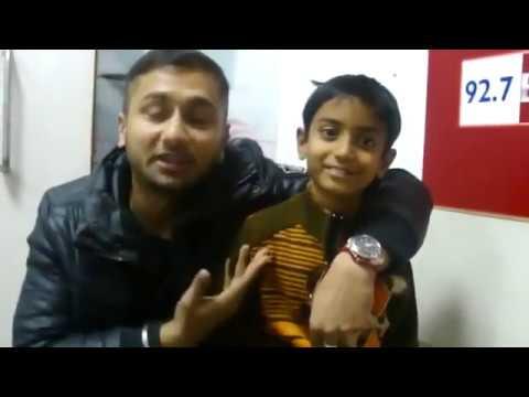 Download Yo Yo Honey Singh with Noddy khan (2011) || VLOG 001 HD Mp4 3GP Video and MP3