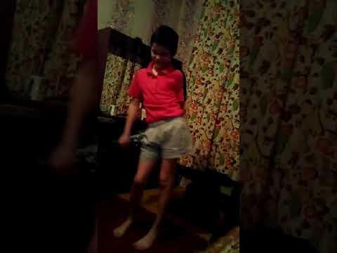 Мальчик пытался с танцевать Вилли Вильямс