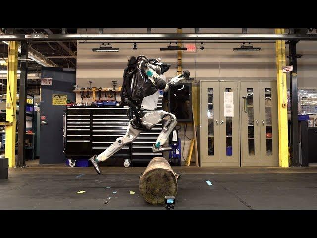 Робот Atlas от Boston Dynamics успешно осваивает паркур