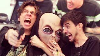 Like para hacer feliz a Antonio el Alien (es su primera vez en Youtube) Instagram de Chica: @lauracapulett Instagram de Chica 2: @claudiatwerkup  Cancion de Alien by Vengamonjas: https://www.youtube.com/watch?v=qBKj7_So4Y0  Twitch: https://twitch.tv/Rubius Server Discord: https://discord.gg/rubius Twittah: https://twitter.com/Rubiu5