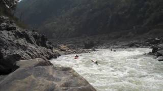 preview picture of video 'Jackie and Josh run Landslide Rapid on the Trisuli River in Nepal'