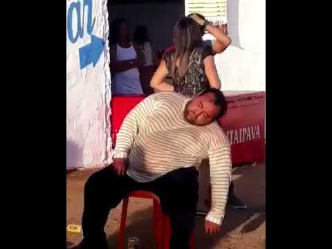 Juquitibense entorta no Bar do Seu Boga na Favela dos Brancos