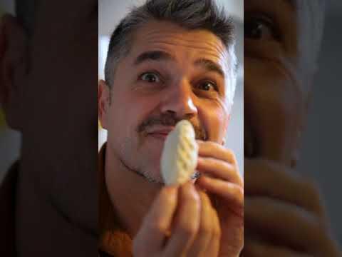"""<p>Al mediodía, Juanito (@juanferraracocina) compartió en Instagram un video con el paso a paso de las inigualables empanadas tucumanas de la Abuela María Ángela Lescano, la Negra, que luego disfrutó junto a su familia. """"Es una receta que atesora en su memoria y espera que vos, en algún lugar donde estés, la encuentres y sepas que te está esperando"""", se dirigió Juanito al nieto o nieta de la Negra.&nbsp;&nbsp;</p>"""