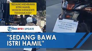 Viral Video Pria Pasang Tulisan di Motor agar Pengendara Lain Sabar, Sedang Bonceng Istri yang Hamil