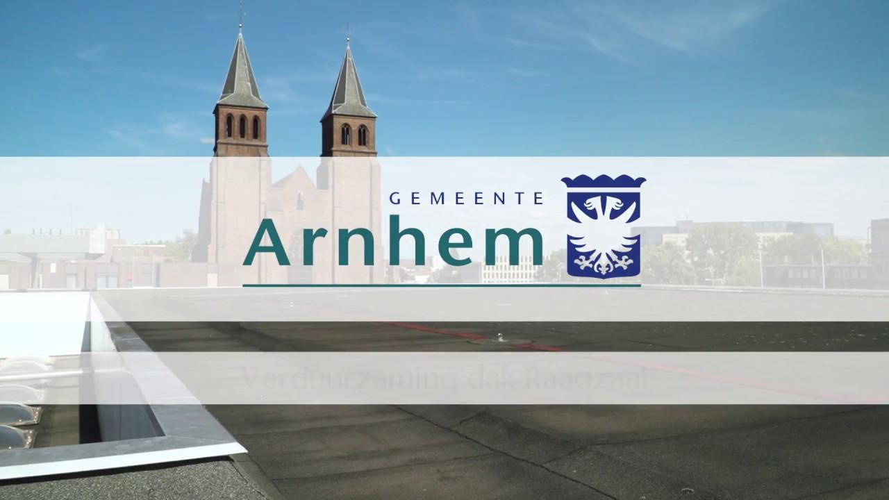 Zonnepanelen stadhuis Arnhem wekken meer stroom op dankzij witte dak