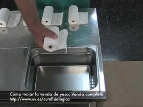 Cómo mojar la venda de yeso