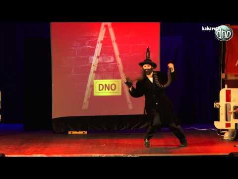 Kabaret DNO- Żyd- Taniec z pejsami