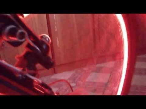 велотюнинг - подсветка обода колеса (пробный запуск с токоприемником)
