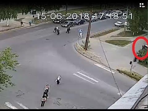 В Петрозаводске фургон без водителя покатился и насмерть задавил женщину