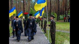 Возложение цветов у мемориала жертв политических репресий