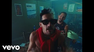 "Mau y Ricky – Papás (Official Video)   Music:   Apple Music: https://MauYRicky.lnk.to/PapasSingle/applemusic  Spotify: https://smarturl.it/PapasSingle/spotify  Amazon: https://smarturl.it/PapasSingle/az  iTunes: https://smarturl.it/PapasSingle/itunes  Deezer: https://smarturl.it/PapasSingle/deezer  Tidal: https://smarturl.it/PapasSingle/tidal   Mau y Ricky:   Instagram: https://www.instagram.com/mauyricky Twitter: https://twitter.com/MauYRicky Facebook: https://www.facebook.com/MauyRicky  #MauyRicky #Papás  Official Music Video by Mau y Ricky performing ""Papás"" © 2020 Sony Music Entertainment US Latin LLC"