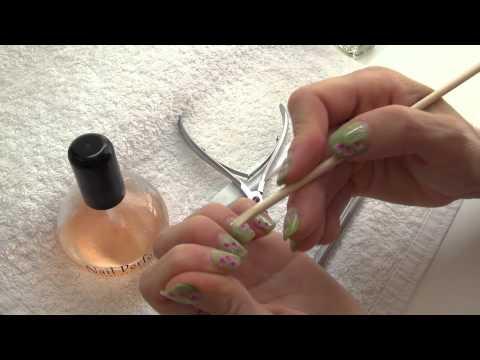 El hongo blanco sobre las uñas de las manos