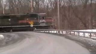 preview picture of video 'D&H Rail Crane parked at siding at Fort Edward Station .wmv'