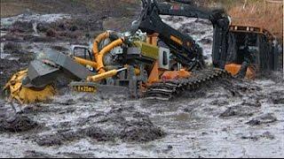 Техника принимает грязевые ванны. Тракторы и грузовики тонут в грязи!