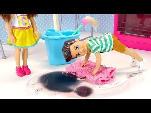 Насорил, Убери! Катя Учит Максима Убираться Мультики для детей Куклы Барби Игрушки Для девочек видео