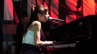 """Fiona Apple """"On the Bound"""" Live Performance"""