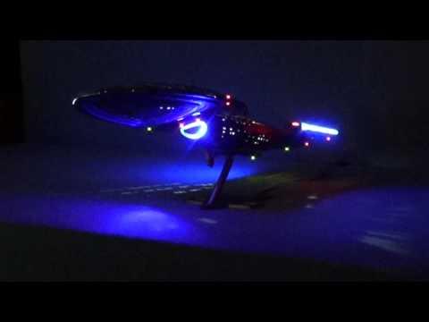Hervorragend U.S.S. Voyager (Star Trek) Modell Mit LED Beleuchtung
