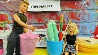 Barbie ve Ken evi düzenliyorlar.Yeni koltuk alıyoruz.